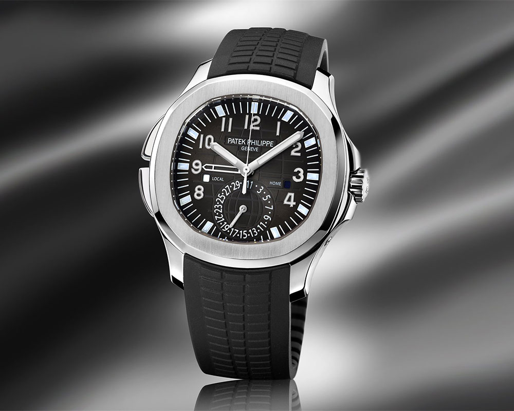 The Ref 5164 was the first Aquanaut model to feature a complication and the compact case demanded a simplified Travel Time design which Patek Philippe achieved using the calibre 324 S C FUS